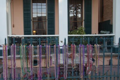 Beads - Parisian Courtyard Inn j